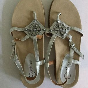 EARTHIES Sandals Silver Leather Size 8 SUPER CUTE!